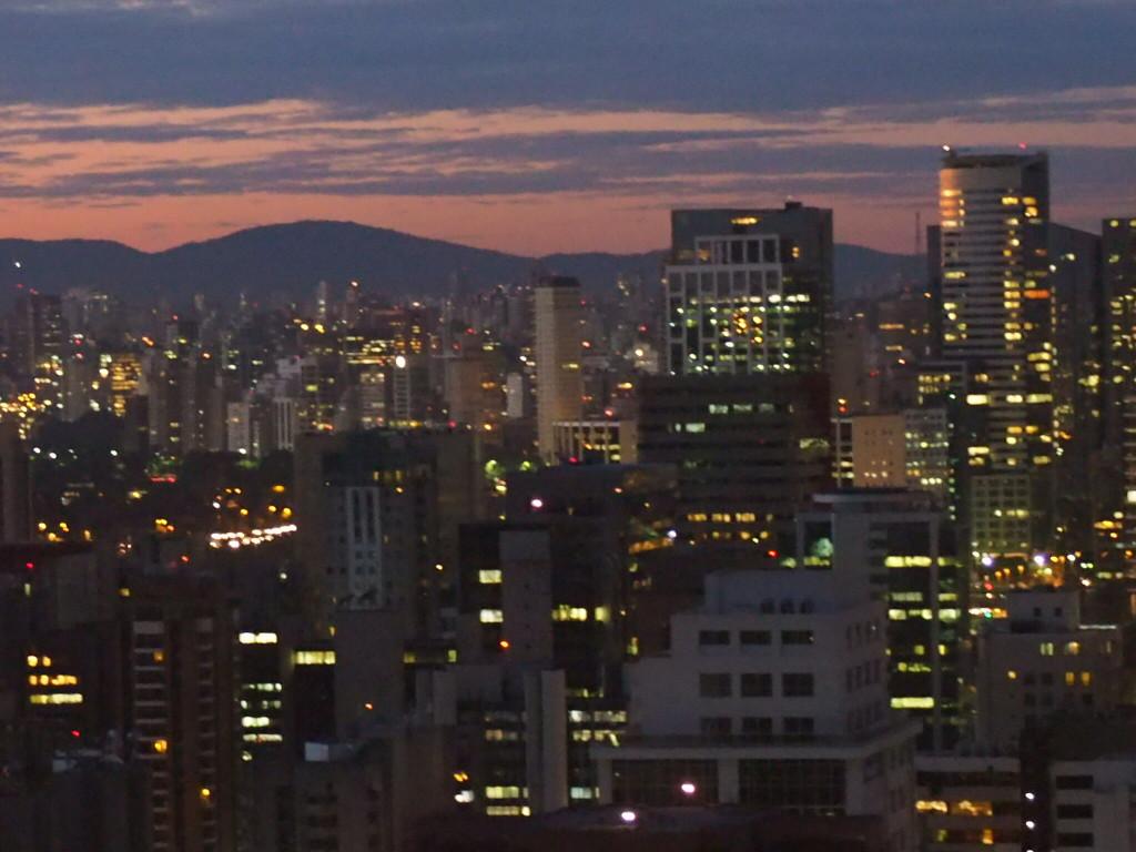 Vista noturna de São Paulo (foto: Leandro Beguoci)