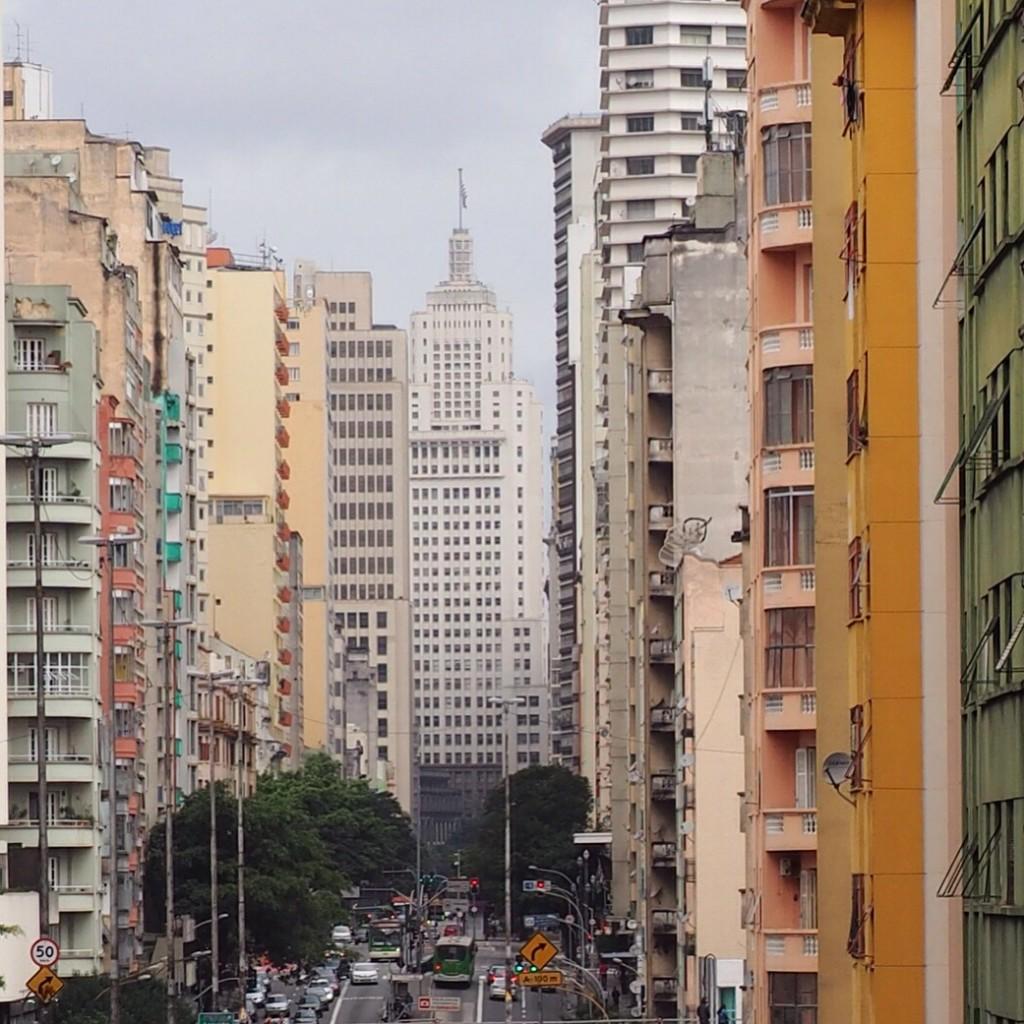 Edifício Altino Arantes, o antigo prédio do Banespa, visto a partir do Minhocão, em São Paulo (foto: Leandro Beguoci)