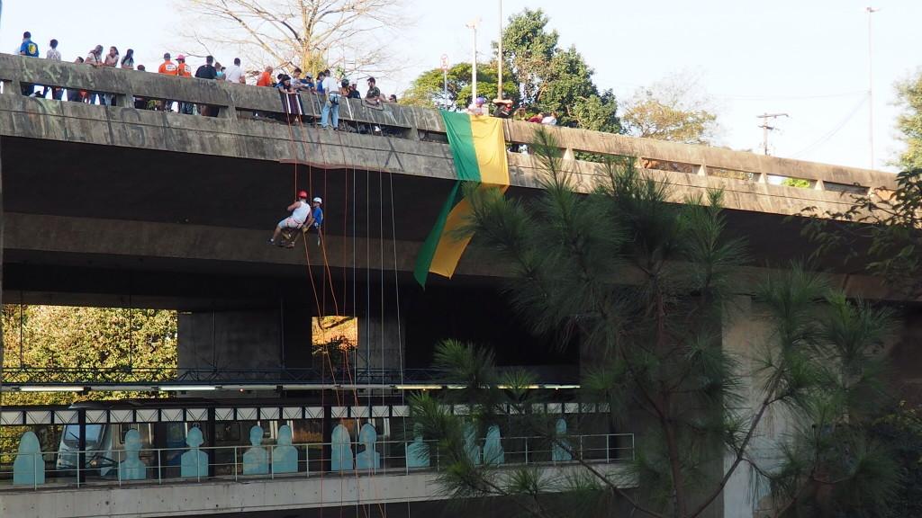 Ponte da avenida Sumaré: os saltos esportivos transformaram o viaduto em área de lazer (foto: Leandro Beguoci)