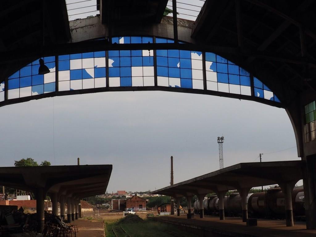 Os vitrais quebrados da estação de Bauru (foto: Leandro Beguoci)