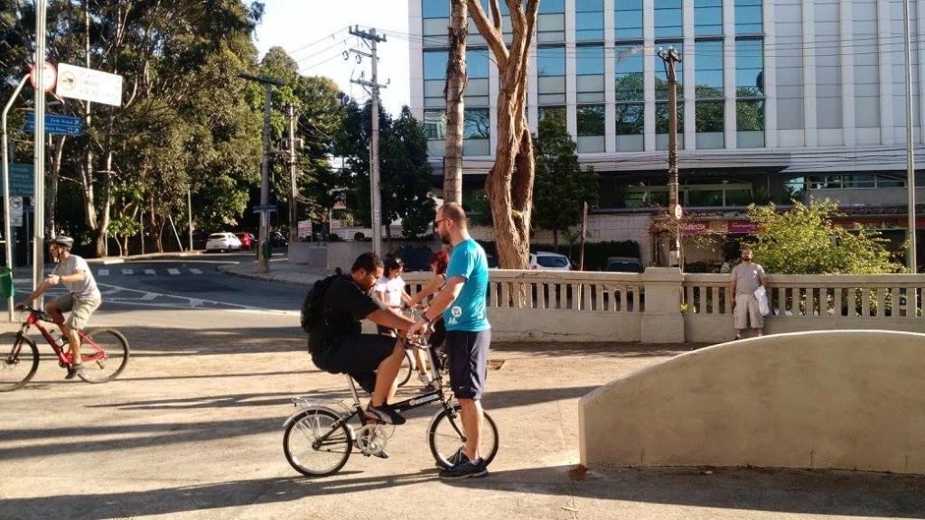 Escola Bike Anjo ensina quem não sabe andar de bicicleta