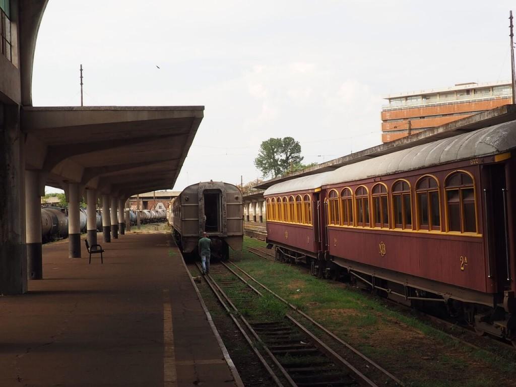 O trem da direita já foi usado pelo presidente e ditador do Brasil, Getúlio Vargas (foto: Leandro Beguoci)
