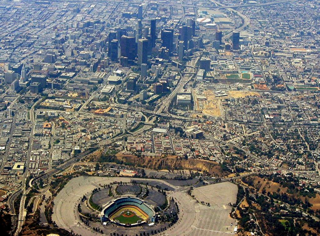 O estádio do Dodger e o centro de Los Angeles (foto: Ron Reiring)