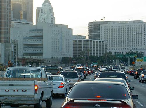 Trânsito em Los Angeles (foto: AaronLMGoodwin)