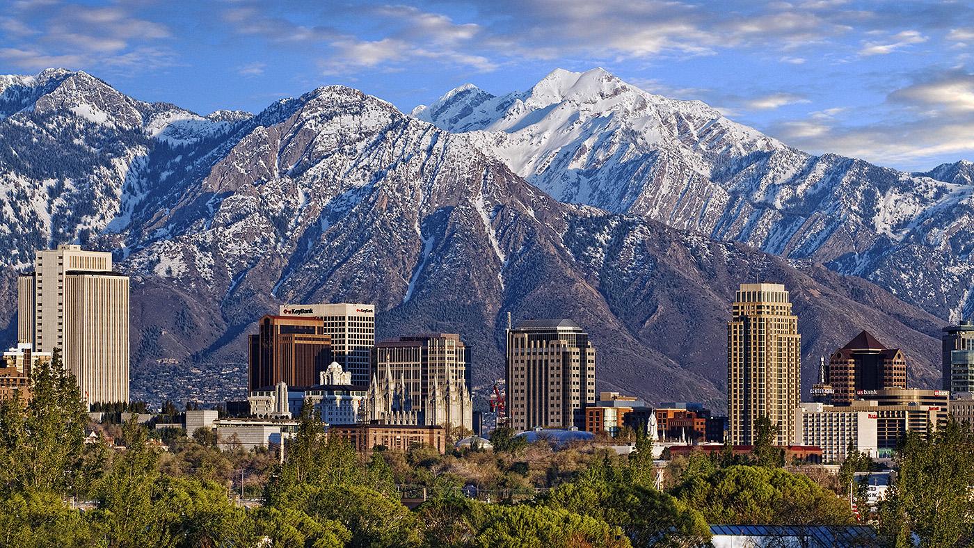 Paisagem de Salt Lake City com as Montanhas Rochosas ao fundo