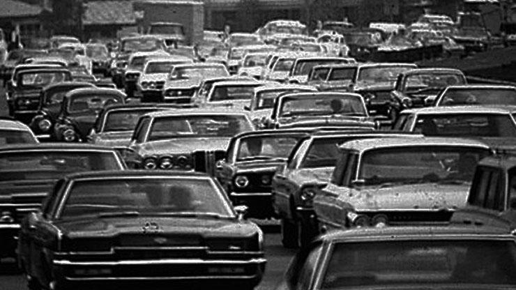 Trânsito em uma Black Friday da década de 1960