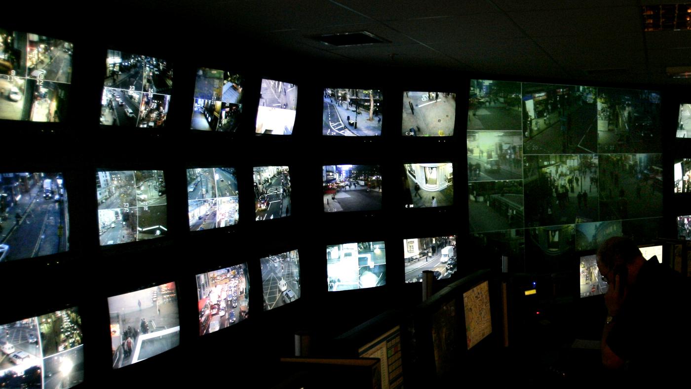 Central de vigilância da política londrina, criado após o atentado terrorista de 2005 (AP Photo/Lefteris Pitarakis)