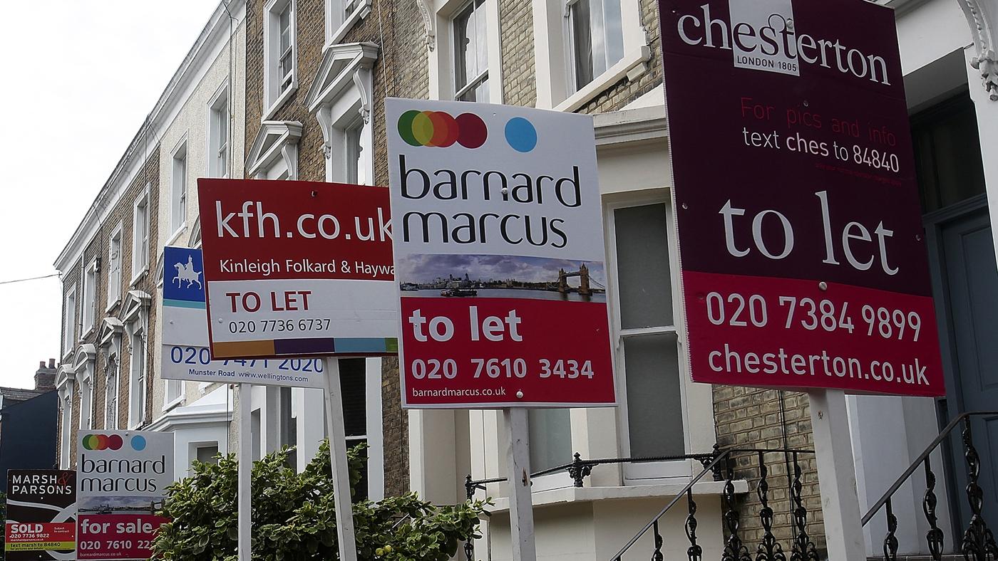 Placas anunciando imóveis para aluguel em Londres (AP Photo/Simon Dawson)