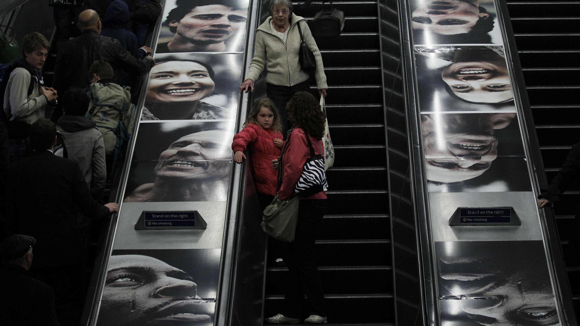Escada rolante da estação de Charing Cross, em Londres (AP Photo/Matt Dunham)