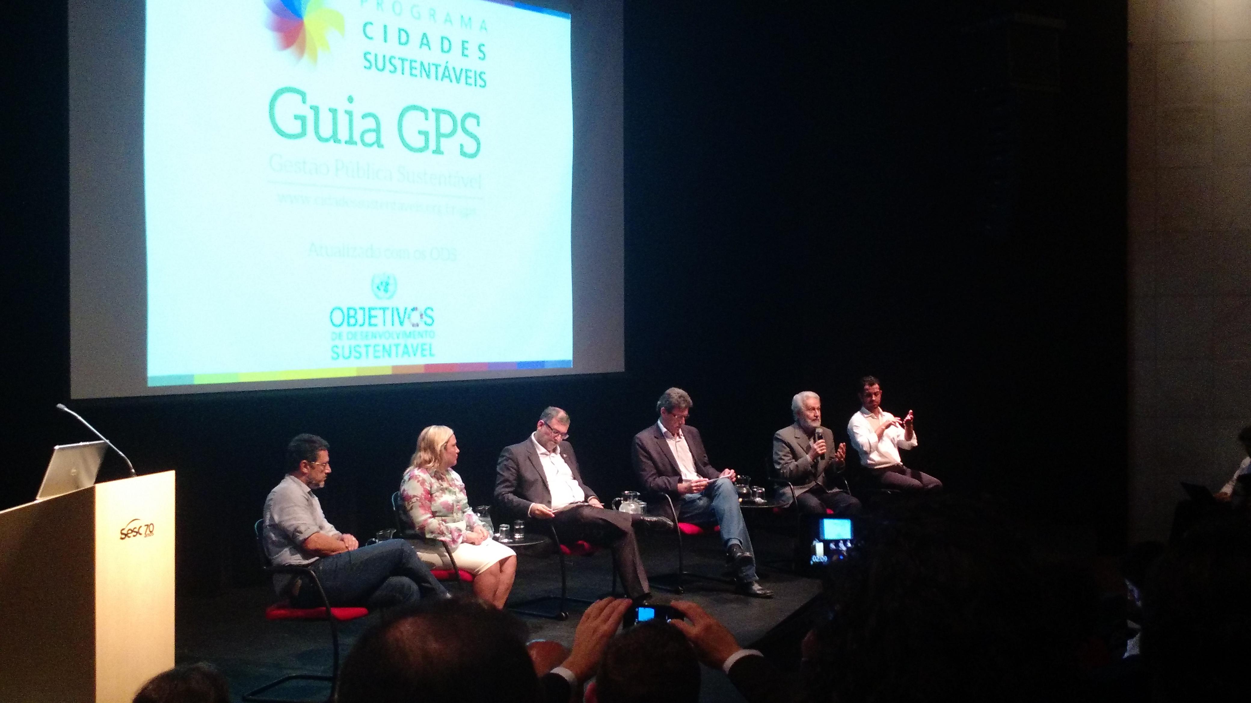 Representantes das cidades de Petrópolis, Abaetetuba, Canoas e Campinas debatem os resultados obtidos com Oded Grajew, coordenador da Rede Nossa São Paulo (Camila Montagner/Outra Cidade)