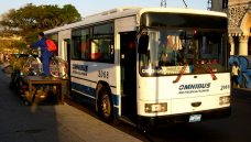 Conheça o ciclobus, sistema cubano que une bicicleta, moto e ônibus