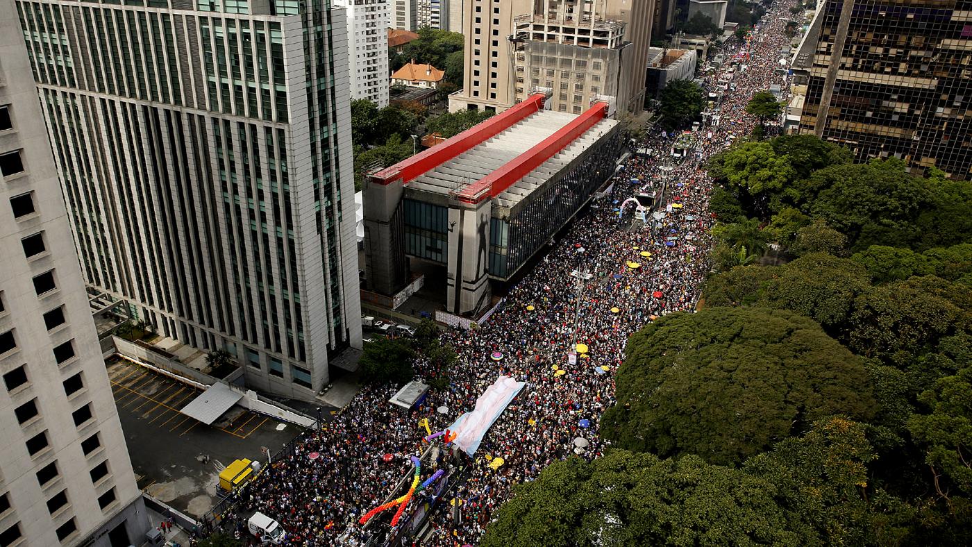 Avenida Paulista durante a Parada LGBT de 2016 (AP Photo/Andre Penner)