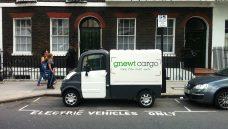 Londres quer reduzir poluição com frota de veículos elétricos para entregas
