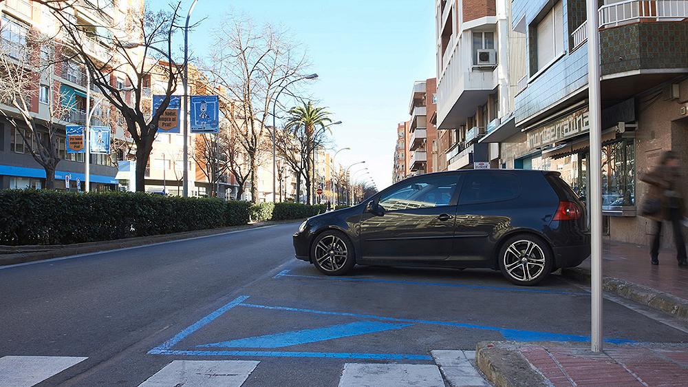 Zona azul em área comercial de El Prat, cidade na região metropolitana de Barcelona (Divulgação)