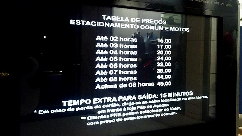 Tabela de preços do estacionamento do Shopping Iguatemi de São Paulo (Ubiratan Leal/Outra Cidade)